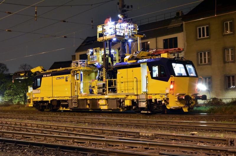 Motorni vagon za održavanje kontaktne mreže MTW 100